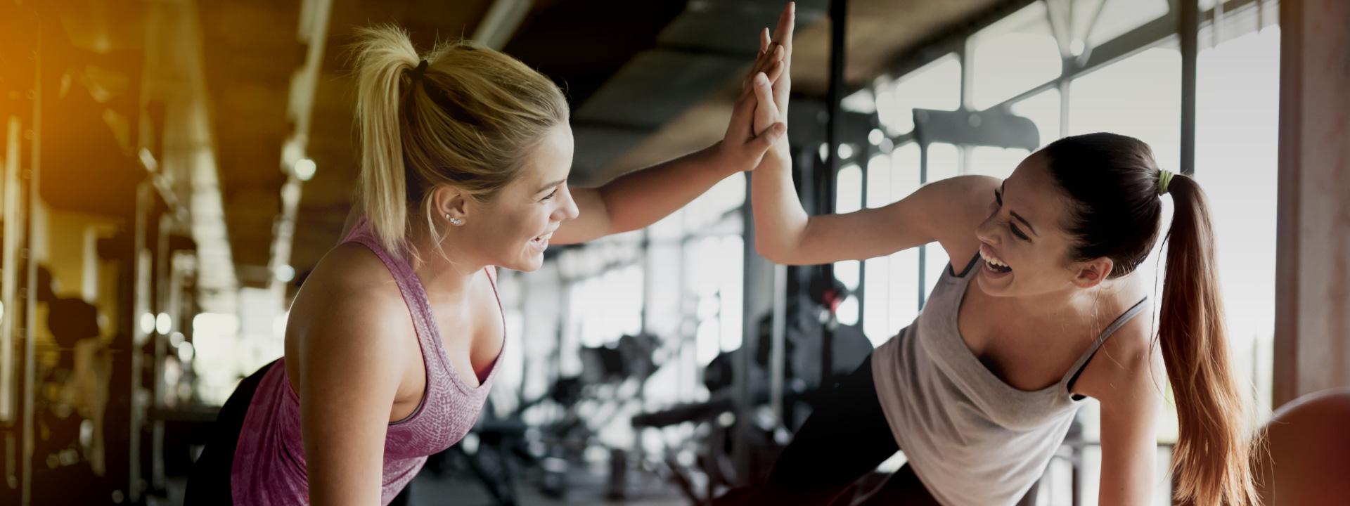 Zwei Frauen beim Training